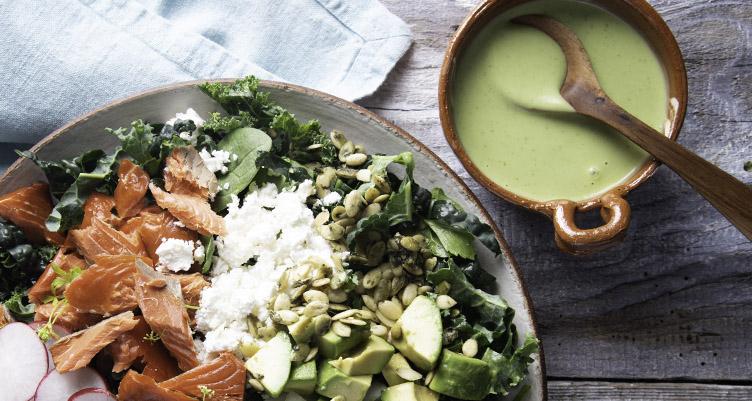 Titanium salade cétogène avec vinaigrette crèmeuse rapide (de Torie Borrelli)